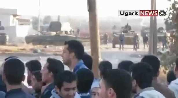 Manifestantes desafiam exército sírio - Canal de Syria2011archives - YouTube