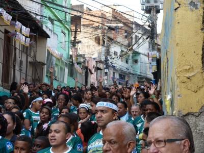 Uma multidão percorreu as ruas do Jacarezinho - Foto Saulo Valley - P1060647