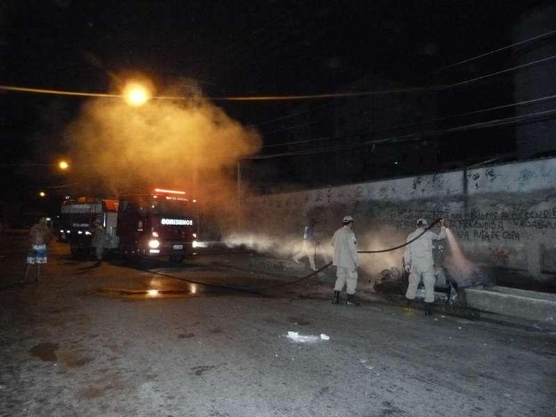 Bombeiros chegaram no final do incêndio da cabine - Foto Saulo Valley - m_P1090230