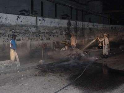 Incêndio em cabine de fiscal de ônibus na Penha - por Saulo Valley - m_P1090232