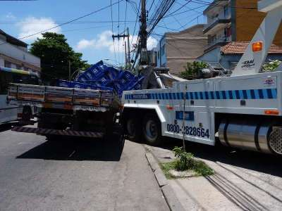 Caminhão tem eixo quebrado na Conde de Agrolongo 3 - Foto: Saulo Valley