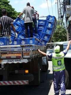 Caminhão tem eixo quebrado na Conde de Agrolongo 4 - Foto: Saulo Valley