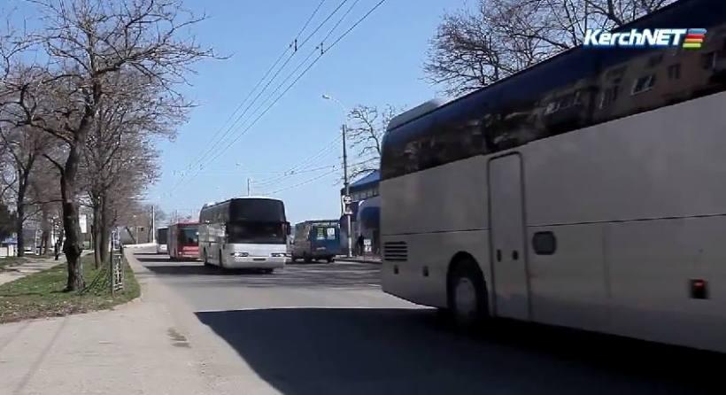 Eleitores russos sendo levados para o referendo da Criméia - 14 - 03 - 2014